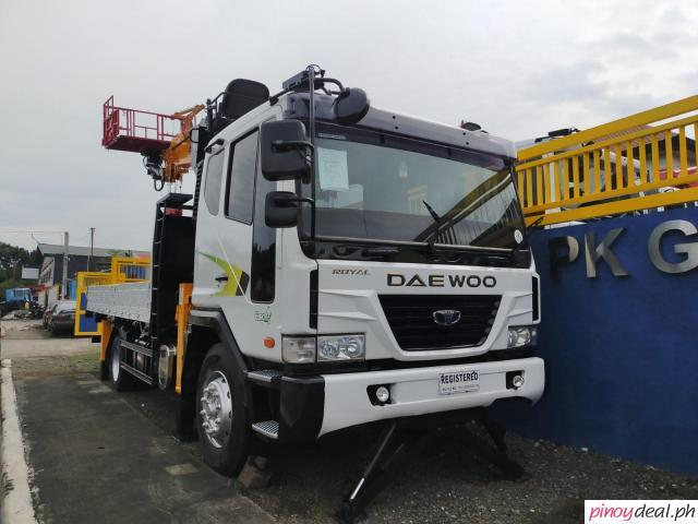 Daewoo Boom Truck with 7 Tons Crane with Manlift