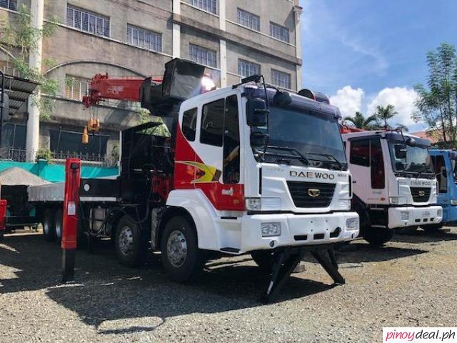 14-wheeler Daewoo 19 tons Boom Truck CSS700 Crane EURO 4