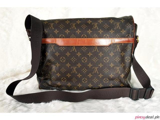 Original Authentic Louis Vuitton Monogram Canvass Abbesses Messenger Bag